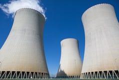 一个核电站的冷却塔 图库摄影
