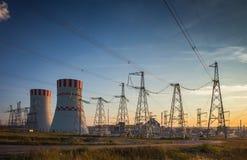 一个核电站的冷却塔 免版税库存图片