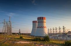 一个核电站的冷却塔 免版税图库摄影