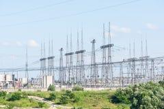 一个核电站的输电线 库存图片
