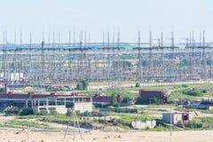 一个核电站的输电线 图库摄影