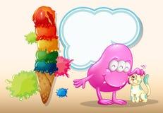 一个桃红色妖怪和一只猫在巨型冰淇凌附近 免版税库存图片