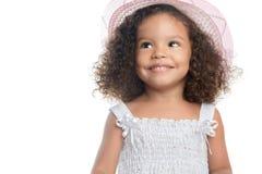 戴一个桃红色帽子的小美国黑人的女孩 库存照片