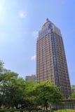 一个棕色摩天大楼的Adobe rgb图象 免版税库存照片