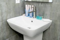 一个水槽的照片在一个水槽的bathroomThe照片的在bathro的 图库摄影