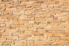 一个沙子色砖墙的纹理 库存图片