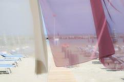 一个沙滩通过帐篷 免版税图库摄影