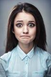 一个沮丧的女孩的讽刺画画象 向量例证