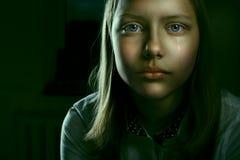 一个沮丧的青少年的女孩的画象 免版税库存图片