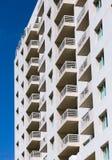 一个沿海公寓房大厦 图库摄影