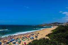 一个沿海城市的海岸线 免版税库存照片