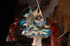 """一个浩大的许多步兵和骑兵北京Opera""""杨Family†的妇女将军 图库摄影"""