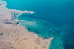 一个海岸地带的鸟瞰图在卡塔尔 免版税图库摄影