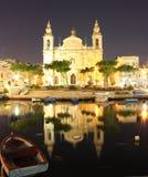一个海湾的老大教堂在早期的晚上(垂直) 免版税库存照片