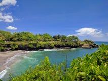 一个海滩的看法在巴厘岛,印度尼西亚 免版税图库摄影