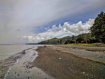 一个海滩的看法在巴厘岛,印度尼西亚 库存图片