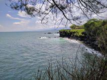 一个海滩的看法在巴厘岛,印度尼西亚 免版税库存照片