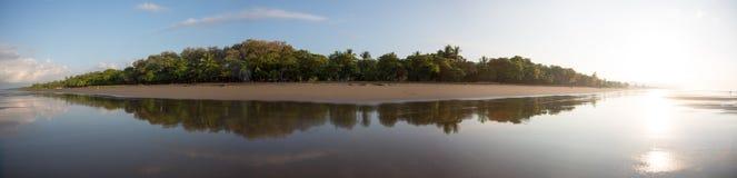一个海滩的全景在哥斯达黎加 免版税库存照片
