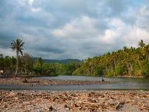 一个海滩的盐水湖在巴厘岛,印度尼西亚 免版税库存照片