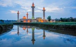 一个清真寺的Relfection日落的 免版税库存图片