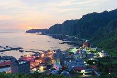 一个渔村的鸟瞰图在台北台湾北海岸的黎明  免版税库存照片