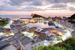 一个渔村的鸟瞰图在台北台湾北海岸的黎明  库存照片