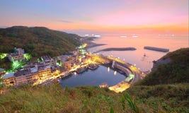 一个渔村的鸟瞰图在台北台湾北海岸的黎明  免版税库存图片