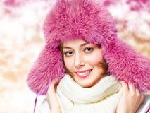 一个温暖的帽子的妇女 免版税库存照片