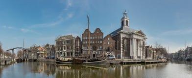 一个港口的全景在斯希丹荷兰镇  杜松子酒博物馆 免版税图库摄影