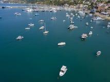 一个港口的鸟瞰图有被停泊的小船的 小船钓鱼 库存图片