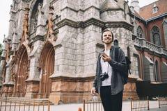 一个游人在城市 库存照片