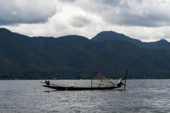 一个湖渔夫Inle湖缅甸Nyaung Shwe 库存照片