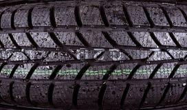 一个湿轮胎的特写镜头照片 免版税库存照片