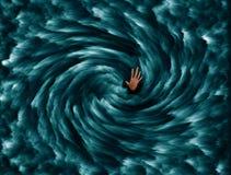淹没人从深蓝色海延长  免版税库存图片