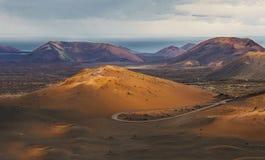 一个火山岛费埃特文图拉岛, Canarian海岛,西班牙的美好的沙漠风景 免版税库存照片