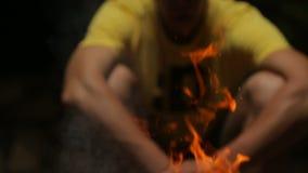 一个灼烧的营火 股票录像