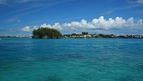一个热带海岛的海岸线 免版税库存照片