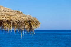 从一个热带海滩的伞 图库摄影