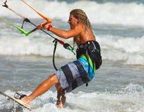 一个热带海滩的风筝冲浪者,美奈,越南 图库摄影