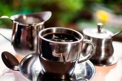 一个热的杯子早晨咖啡 库存照片