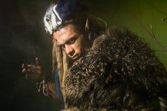 一个狼人的特写镜头与皮肤的在他的皮肤 免版税库存照片