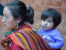 一个玛雅婴孩和他的母亲的画象 库存图片