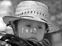 一个玛雅婴孩的画象继续了他的母亲后面  库存照片
