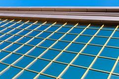 一个现代大厦的反射性窗口 免版税图库摄影