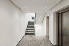 一个现代公寓的走廊 免版税图库摄影