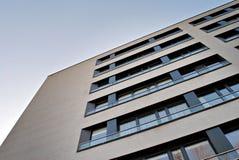 一个现代公寓的门面 库存图片