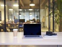一个现代办公室的内部 免版税库存照片