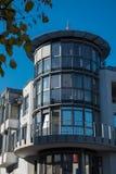 一个现代城市大厦的塔与办公室的 免版税库存图片