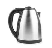 一个现代水壶的特写镜头在白色背景的 黑色和金属水壶 一套新的厨具 电器物 图库摄影