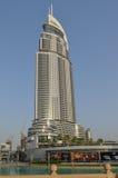 一个现代大厦在迪拜,街市的迪拜, 2015年5月6日的阿联酋 库存图片